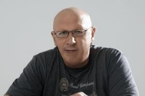 Συνέντευξη: Λάκης Παπαδόπουλος «Ένας τραγουδοποιός που παίζει (με τη) μουσική»!